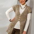 Вязание спицами женского кардигана серо-бежевого цвета